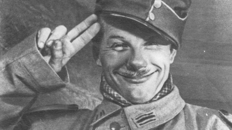 Кадр из фильма «Новые похождения Швейка», 1943 г. В роли Швейка — Борис Тенин