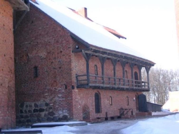 Западный хозяйственный корпус с наружной деревянной галереей