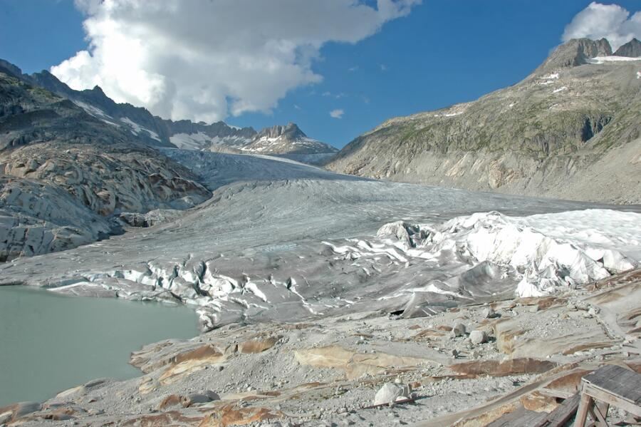 Тающий Ронский ледник в Швейцарии