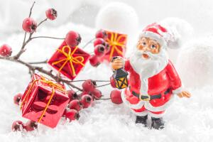 Как весело вручить новогодний подарок?