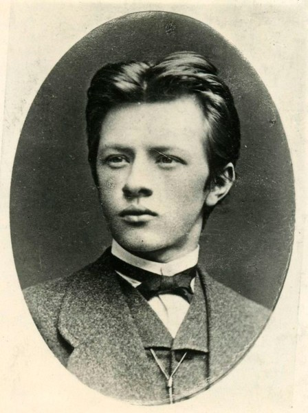 Владимир Шухов в молодости