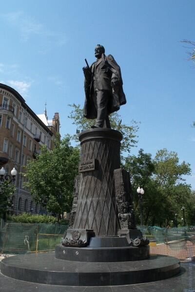 Памятник В. Шухову в Москве на Сретенском бульваре