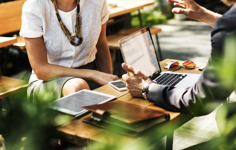 Если работники живут плохо и кое-как удовлетворяют свои потребности, то и у предпринимателя со временем начнутся проблемы