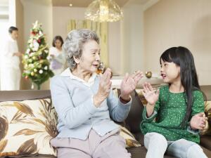 Почему бы и нам не подарить своим родным, близким и друзьям в этот день какую-нибудь «милую безделушку», с пожеланиями удачи, счастья, здоровья, любви…