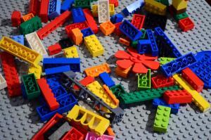 Чем увлечь ребенка, фанатеющего от компьютерных игр? Lego Overwatch – видеоигра без монитора и джойстика