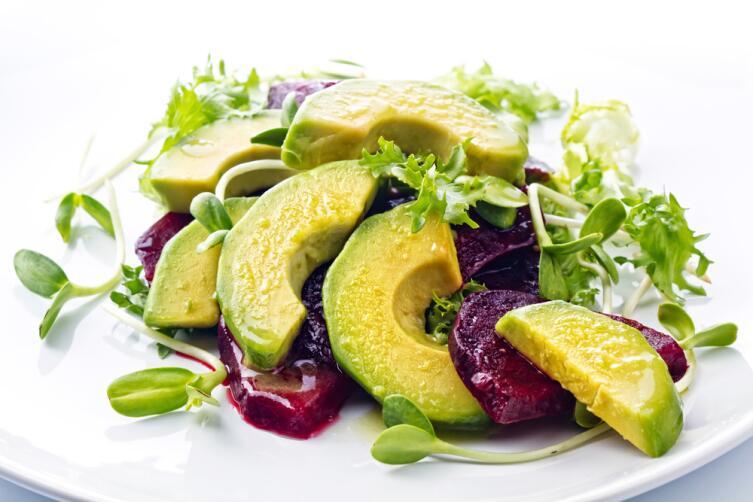 Полезны салаты с авокадо, заправленные оливковым маслом
