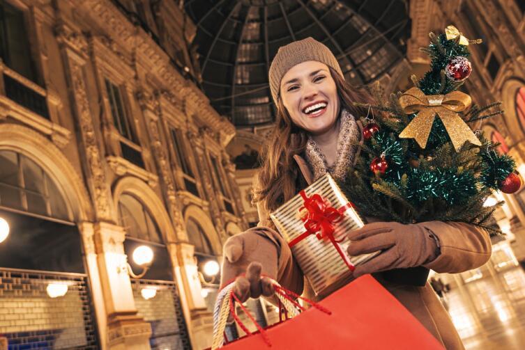 Обязательно наличие красного элемента в подарках, одежде, украшениях