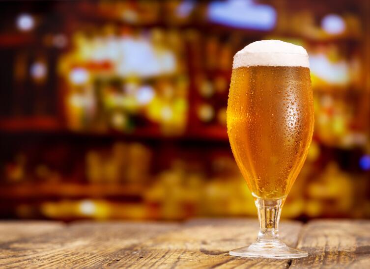 В первые секунды нового года нужно быстро выпить кружку пива — и