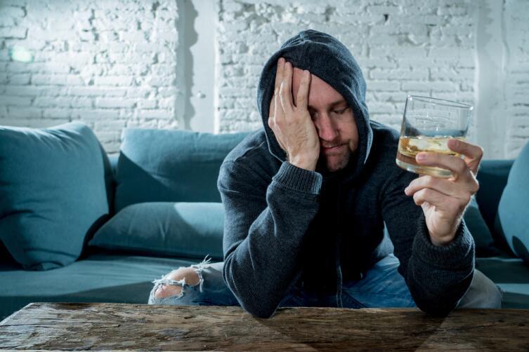 Опохмеляться алкоголем - плохая идея, лучше не пробовать