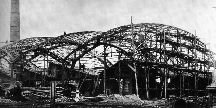 Строительство первых в мире сетчатых оболочек-перекрытий двоякой кривизны конструкции В. Г. Шухова на Выксунском металлургическом заводе, Выкса, 1897 г.