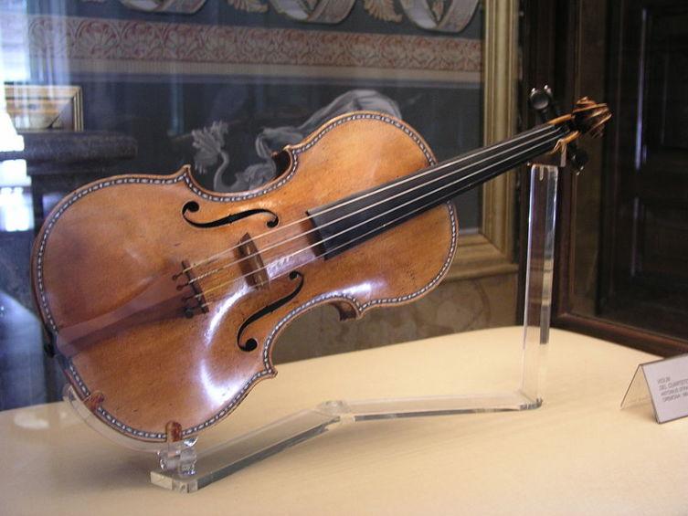 Скрипка Страдивари из собрания Мадридского королевского дворца