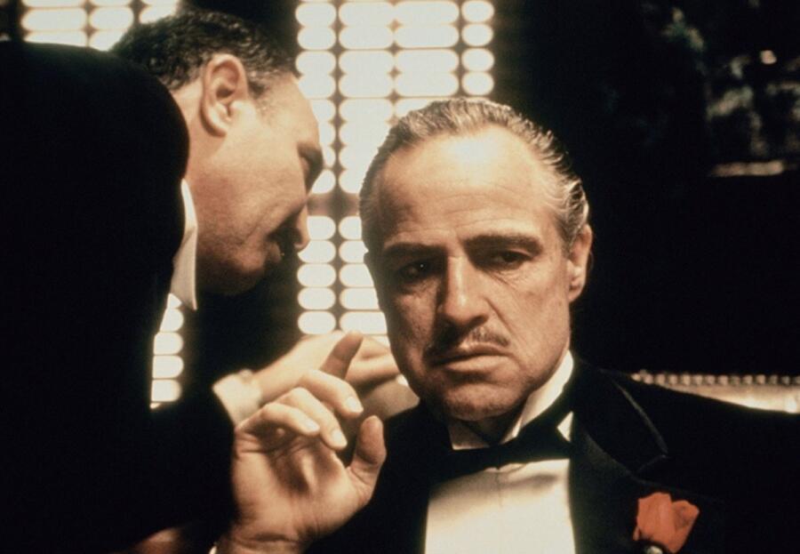 Дон Корлеоне из «Крестного отца» - самый известный литературный главарь мафии
