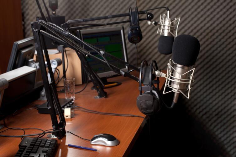 Записывать подкаст желательно динамическим микрофоном