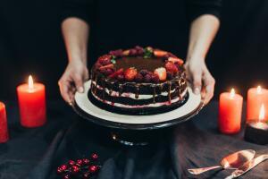 Украшаем тортики кремом, орехами и фруктами, проявляя фантазию!..
