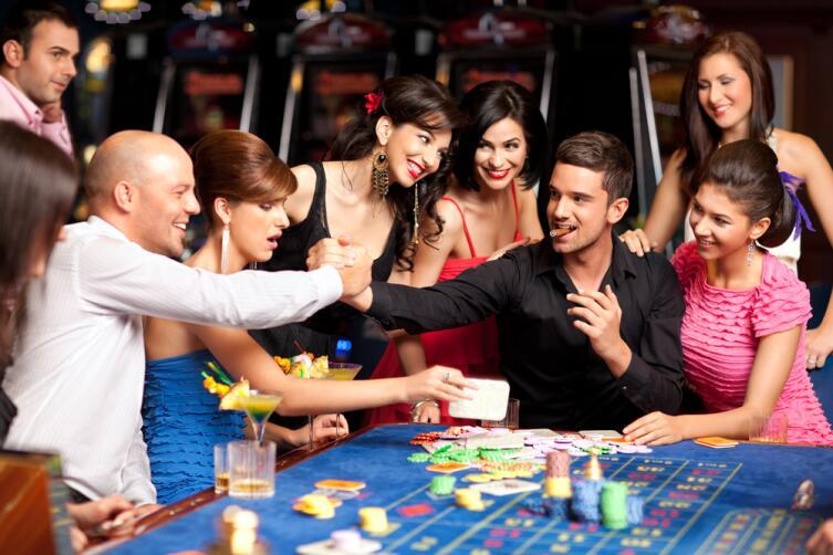 Фишки - это деньги, поэтому будьте бдительны за игровым столом