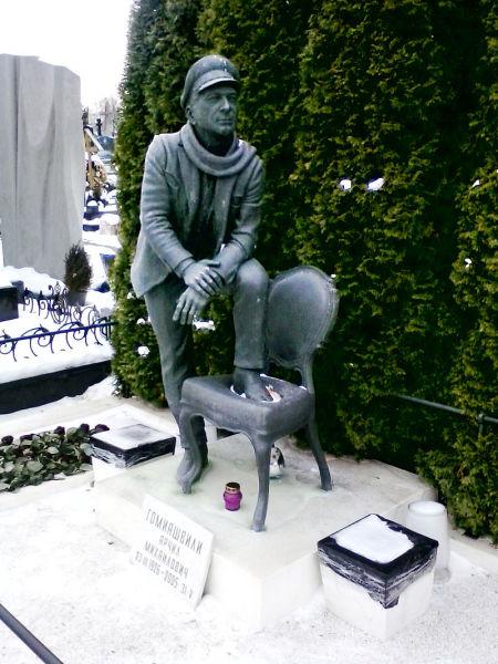 Могила Гомиашвили на Троекуровском кладбище Москвы