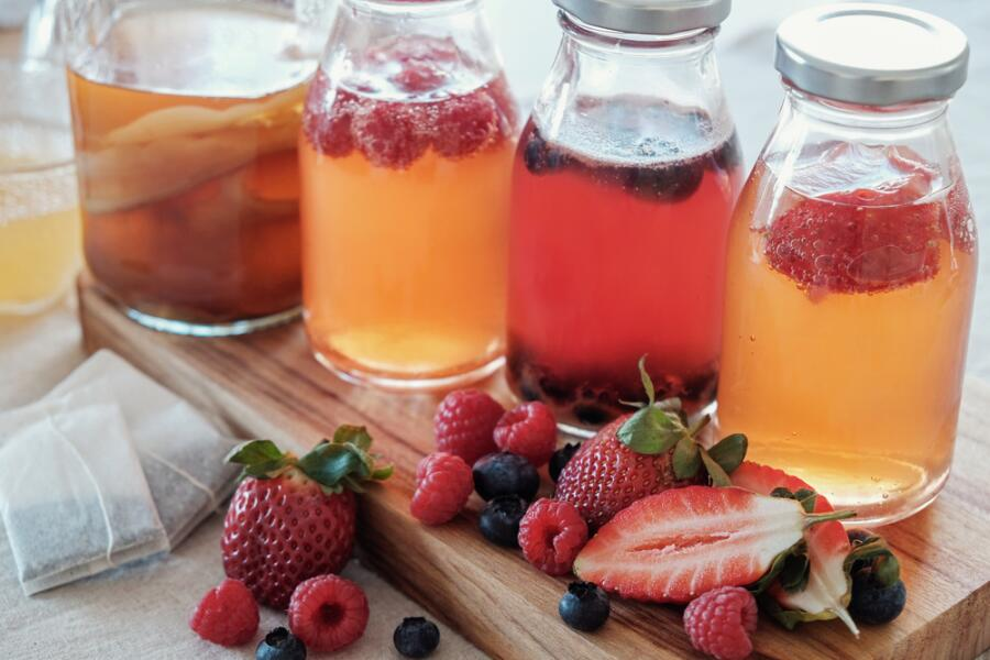 На основе напитка из чайного гриба можно делать ягодные морсы