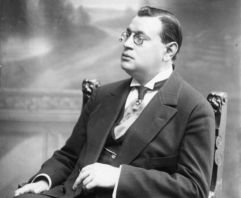 Кого в России называли «королем смеха»? Аркадий Аверченко