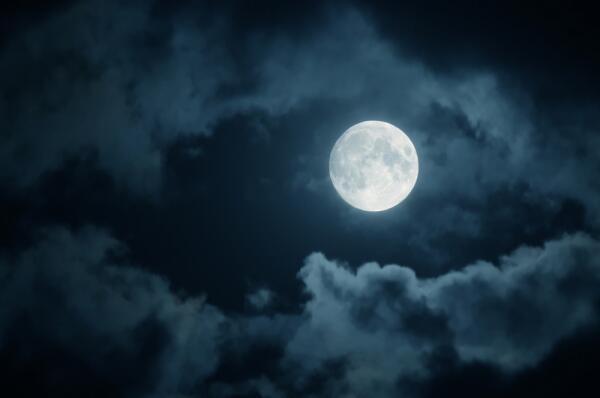 Когда человек сможет поселиться на Луне?