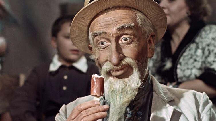 Н. Волков в роли старика Хоттабыча, кадр из фильма  «Старик Хоттабыч», режиссер Г. Казанский, 1956 г.