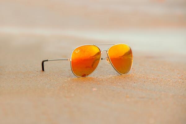 Как выбрать оригинальные солнцезащитные очки и не купить фейк?