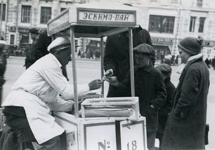 Продажа эскимо-пай в СССР в 1935 г.