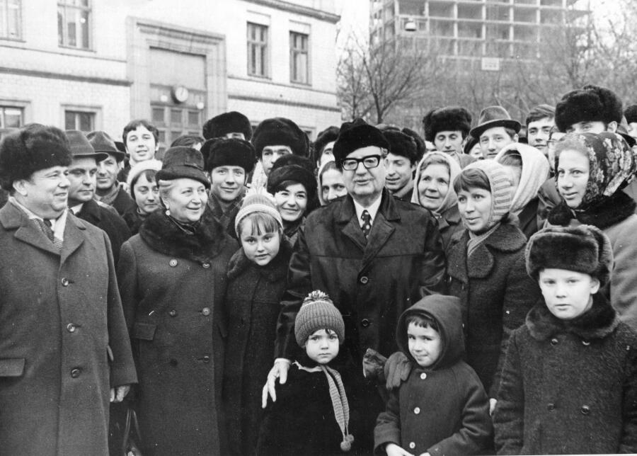 Во время своего последнего визита в СССР в 1972 г. Сальвадор Альенде остановил кортеж на Площади Славы в Киеве, чтобы пообщаться с горожанами