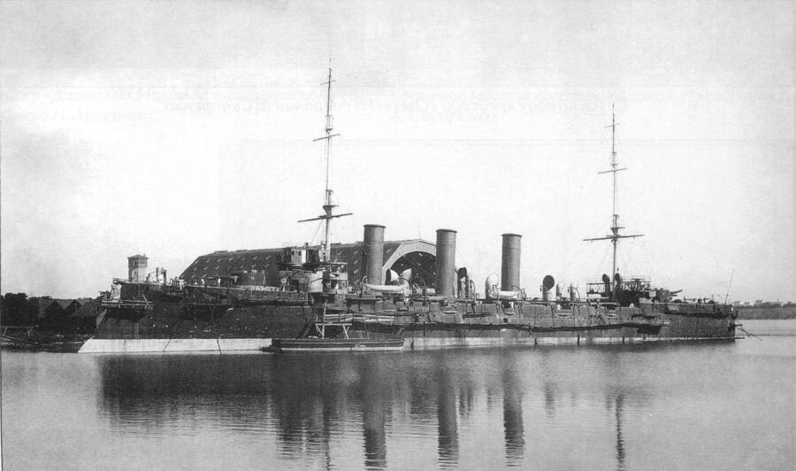 Бронепалубный крейсер Очаков у достроечной стенки в Севастополе