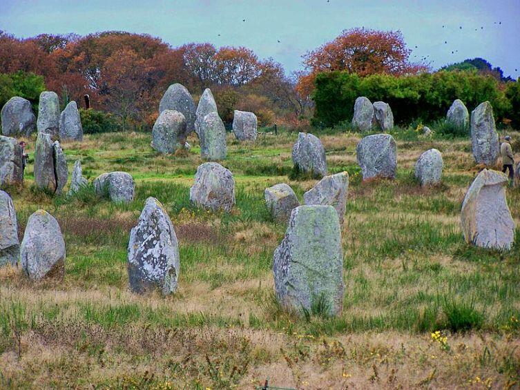 Камни аллеи Ле-Менек