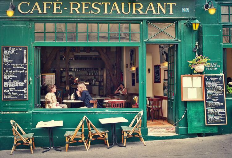 В Париже всегда есть где перекусить