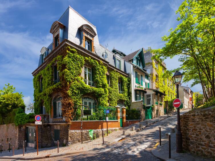 В Париже очень много цветов и зелени