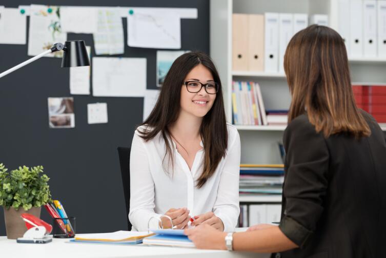 Если телефонное собеседование пройдено, приглашайте человека в офис, на очную встречу