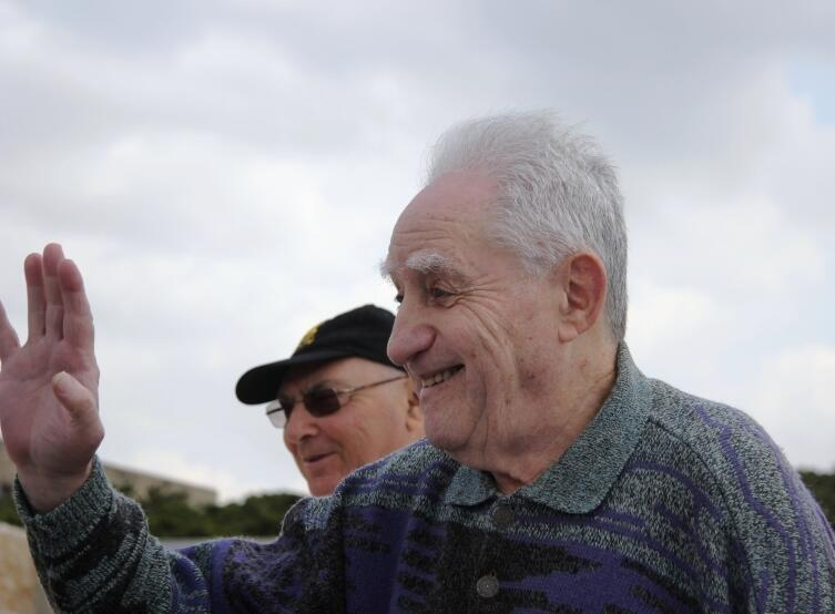 Ион Деген после возложения венка на мемориальной церемонии в День освобождения Латруна
