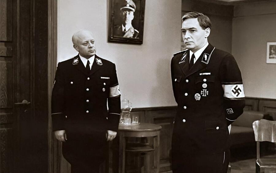 Леонид Броневой в роли Мюллера (слева) в телесериале Татьяны Лиозновой «Семнадцать мгновений весны», 1973 г.
