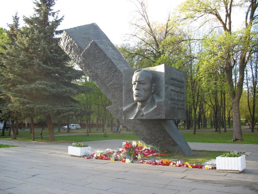 Памятник генералу Карбышеву<br /> в Москве, на бульваре Генерала Карбышева