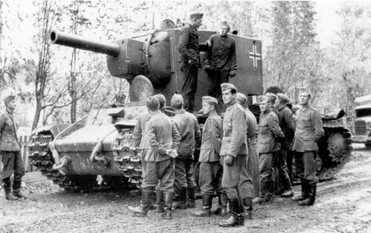Трофейный советский тяжелый танк КВ-2 на службе в 269-й пехотной дивизии вермахта под Ленинградом