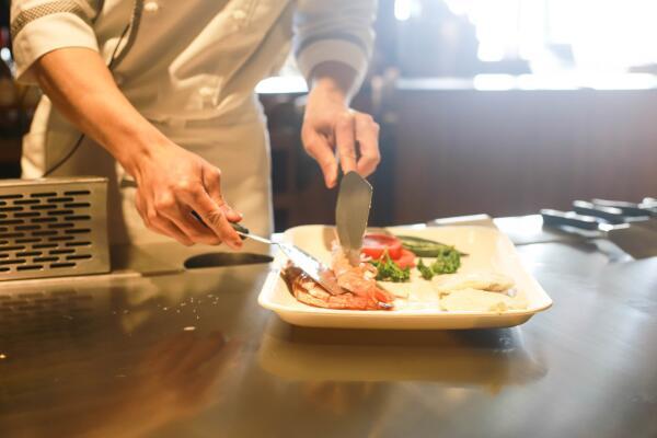 Что такое «доставка обедов» и кому это выгодно?