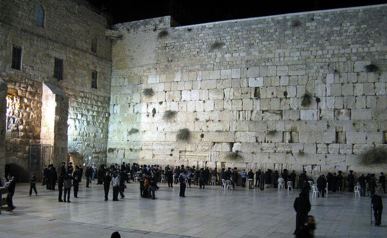 Стена плача ночью