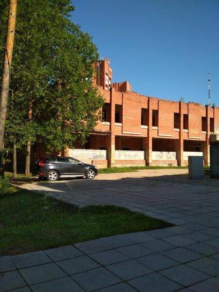 Висагинас, недостроенное здание 90-х годов
