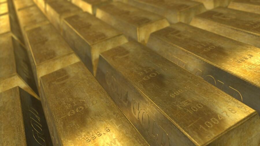 А. М. Орлов организовал вывоз в СССР испанского золотого запаса, всего было вывезено в СССР 510 тонн золота. За руководство этой операцией был награжден орденом Ленина.