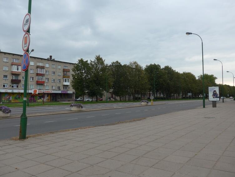 Центральная улица Тайкос проспект днем в субботу, пусто