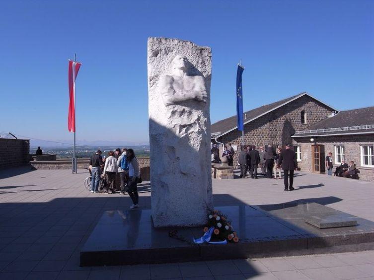 Памятник генералу Д. М. Карбышеву на территории бывшего концентрационного лагеря Маутхаузен, Австрия