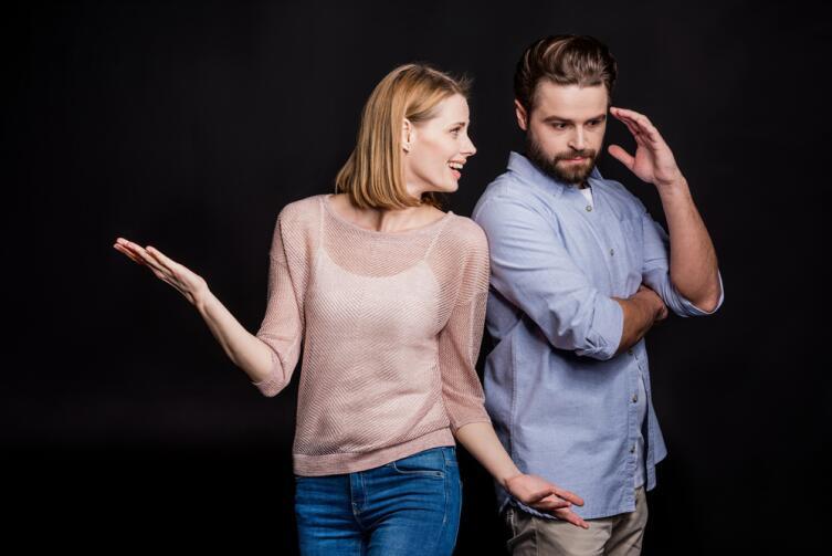Мужчина при разговоре с женщиной крайне редко останавливает свой взгляд на деталях ее одежды