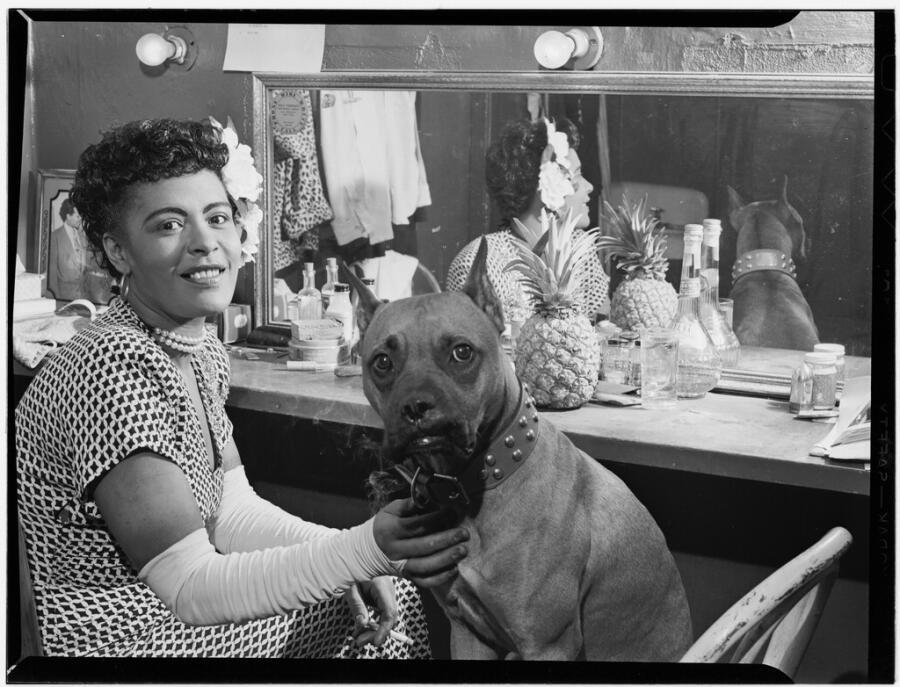 Билли Холидэй и ее собака Мистер, Нью-Йорк, 1946 г.