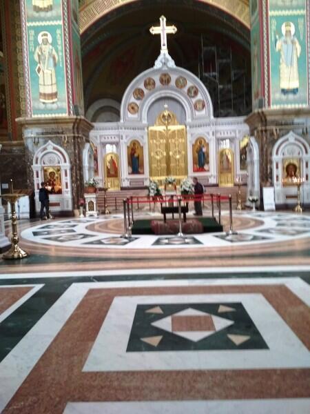 Алтарь в храме Христа Спасителя