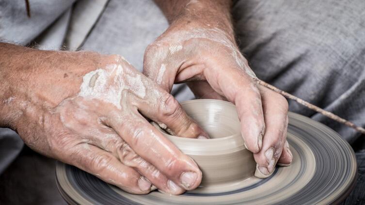 У людей преклонного возраста руки мерзнут чаще