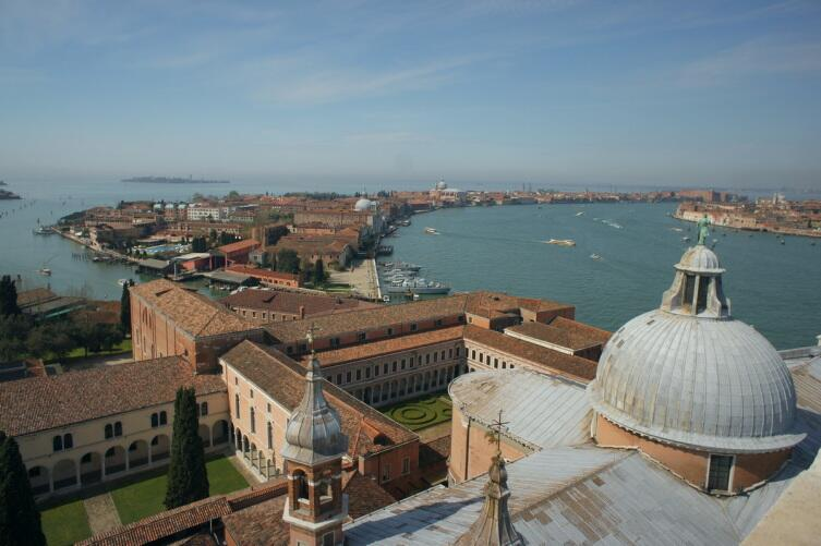 Вид на Венецию с колокольни собора Сан-Джоорджо-Маджоре
