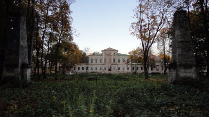 Парадный фасад усадьбы Степановское-Волосово, 2010 год