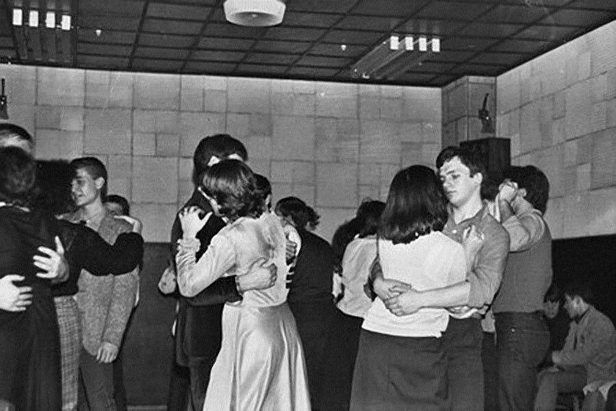 Чем опасны танцы в малознакомой местности?