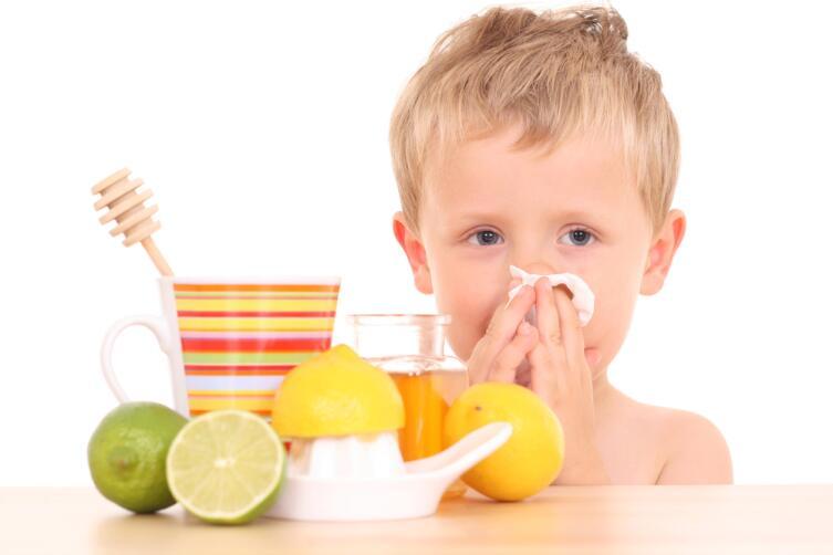 Горячее питье, лимон, мед, помогают не меньше, чем лекарства